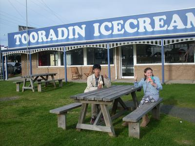 Shu and Ruby outside Tooradin Icecream Parlor, Melbourne-Australia