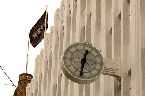 Art Deco Clock on fadade of Myers Bourke Street compliments of http://www.flickr.com/photos/rexness/4513983079/