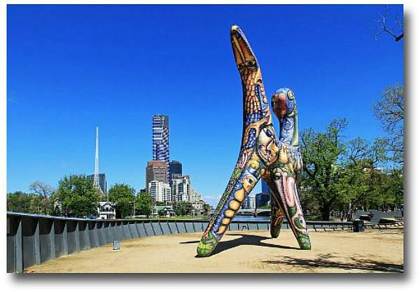 Photo of the Eureka Tower and the Angel sculpture compliments of http://en.wikipedia.org/wiki/Deborah_Halpern