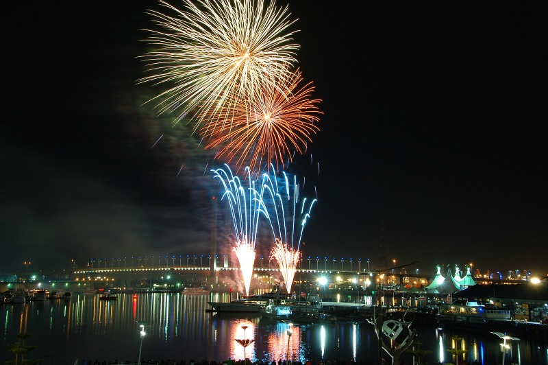 Docklands Melbourne Winter fireworks compliments of https://flic.kr/p/f86vsY