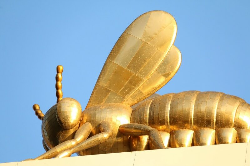 Eureka Tower golden queen bee