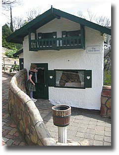The Three Bears Cottage Anakie Fairytale Park