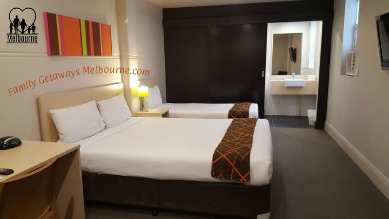ibis Styles Kingsgate Hotel bedroom