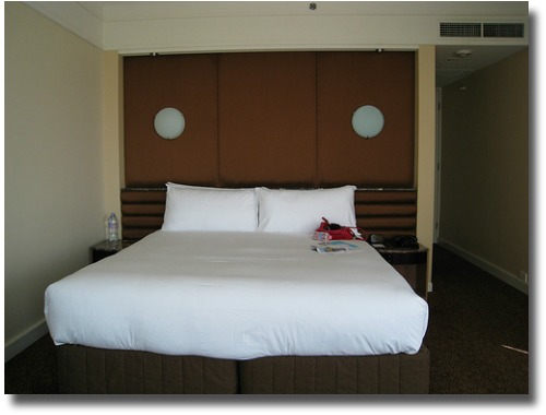 King size bed at the Grand Hotel Melbourne Australia compliments of http://www.flickr.com/photos/_lulu/2947953913/