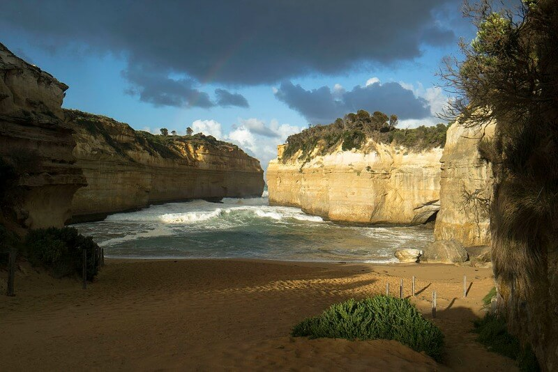 Loch Ard Gorge Victoria by Manuel Pavon Garcia (Own work) [CC BY-SA 4.0 (http://creativecommons.org/licenses/by-sa/4.0)], via Wikimedia Commons
