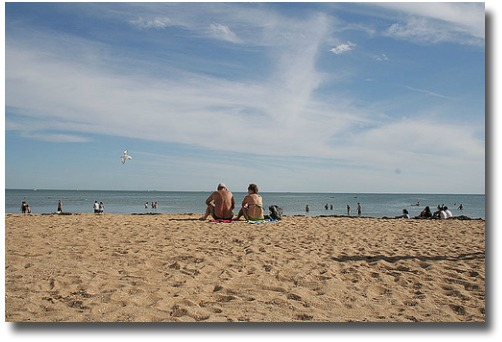 Melbourne escapes the humidity at the beach compliments of http://www.flickr.com/photos/22532666@N04/3125522613/