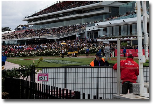 Melbourne Cup race crowd compliments of http://www.flickr.com/photos/alec_bennett/4081996025/