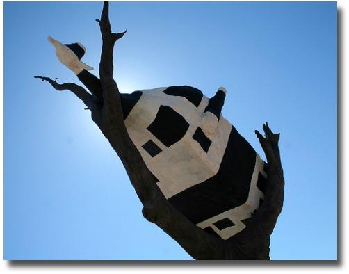 Cow sculpture at the Docklands, Melbourne - Australia compliments of http://www.flickr.com/photos/hanuman/1751407592/