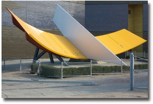 Sundial at Scienceworks Museum Melbourne Australia compliments of http://www.flickr.com/photos/yiduiqie/5673967235/