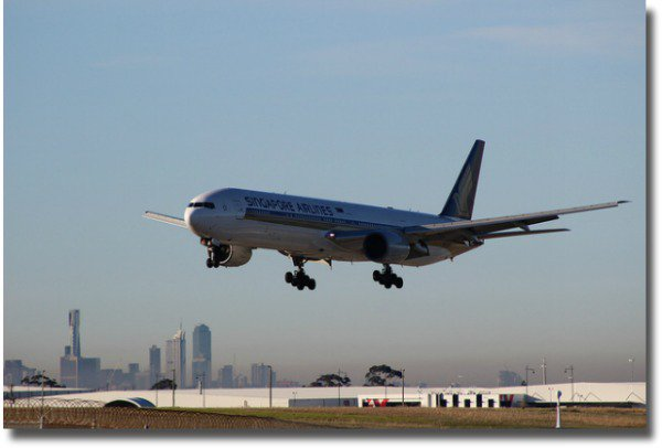 Aircraft landing at Tullamarine Airport in Melbourne Australia compliment of http://www.flickr.com/photos/97911558@N08/9104055755/