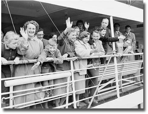 Dutch Migrants arriving in Melbourne 1956