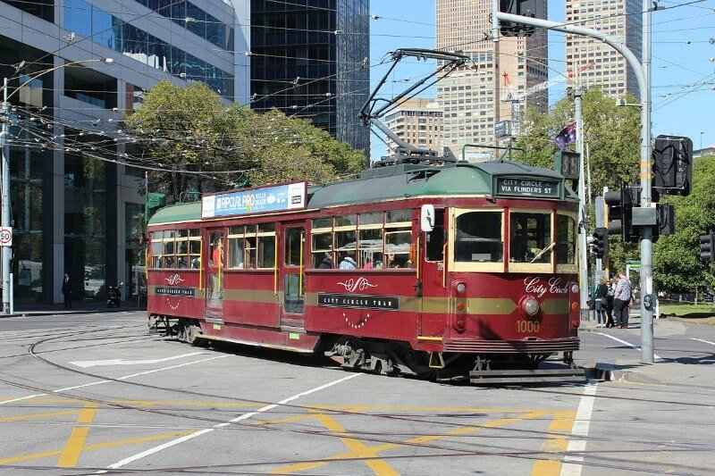 Melbourne's free city circle tram compliments of Liamdavies (Own work) [CC BY-SA 3.0 (http://creativecommons.org/licenses/by-sa/3.0)], via Wikimedia Commons