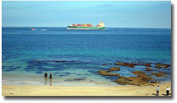Queenscliff beach Melbourne Australia compliments of http://www.flickr.com/photos/saspotato/5657614993/